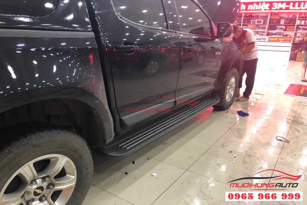 Bệ bước lên xuống Chevrolet Colorado 2019 chính hãng 03