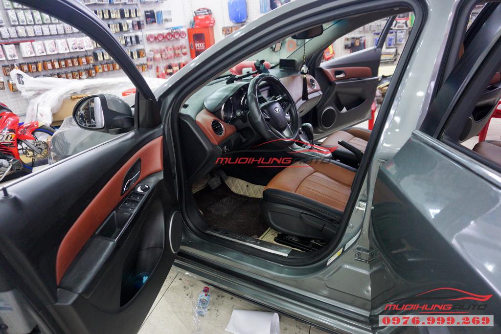Bọc ghế da thay màu nội thất Chevrolet Cruze tại tphcm 04