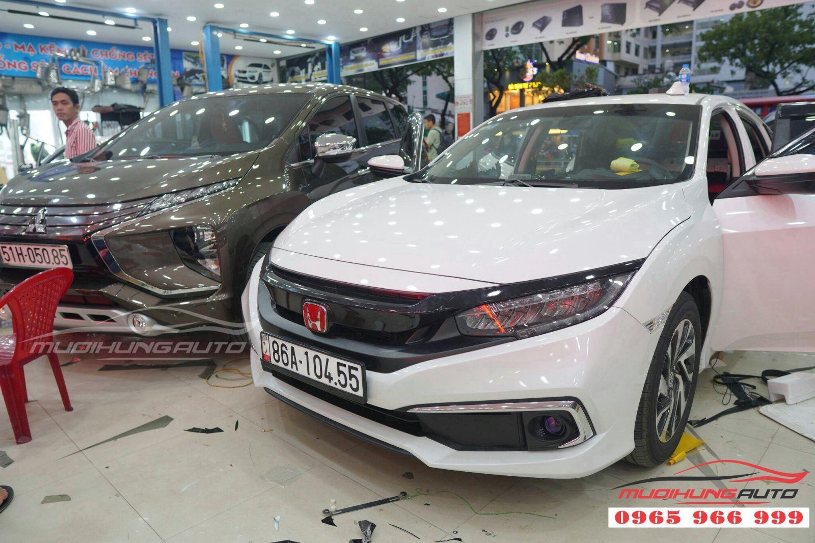 Độc đáo hơn với Logo xe Honda Civic 2019 tại TP HCM 06