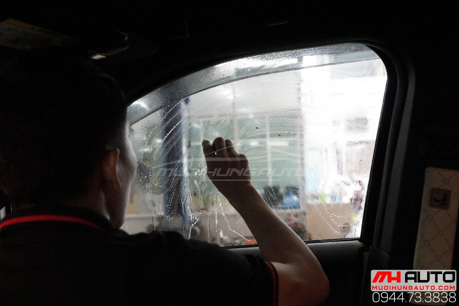 Dán phim cách nhiệt chống nóng Llumar xe Ford EXPLORER