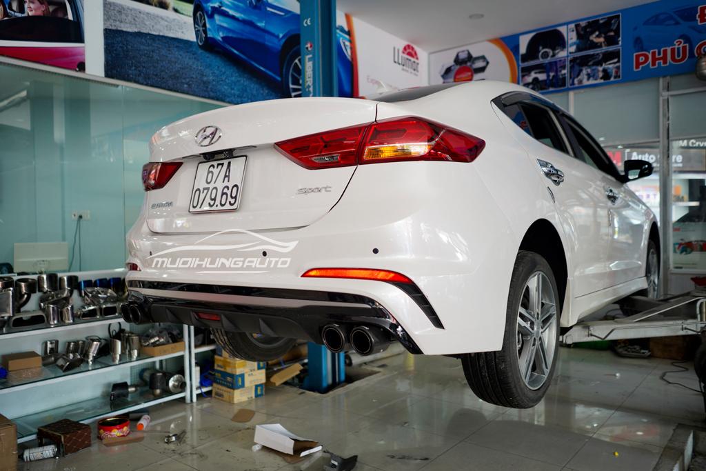 Độ pô Akrapovic thể thao Hyundai Elantra mới nhất 2019 02