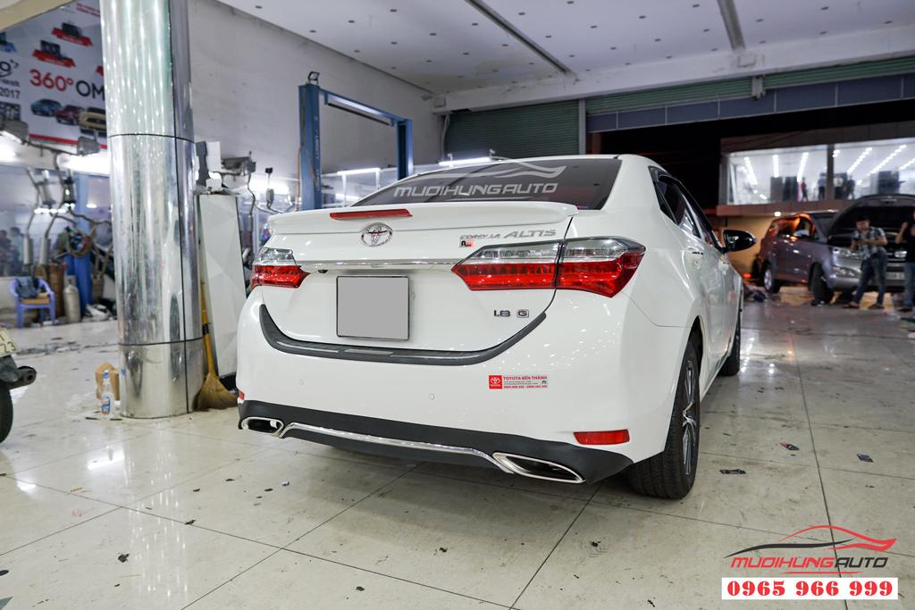 Độ pô thể thao Toyota Altis 2018 mẫu líp mer chính hãng