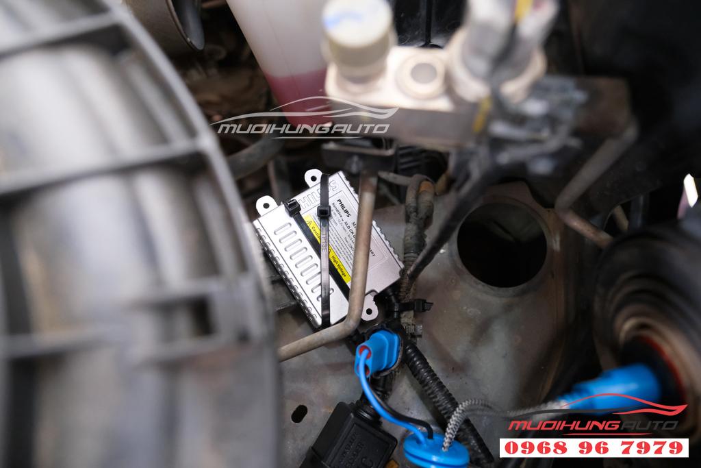 Fortuner 2012 thay bóng xenon và LED pha uy tín 06