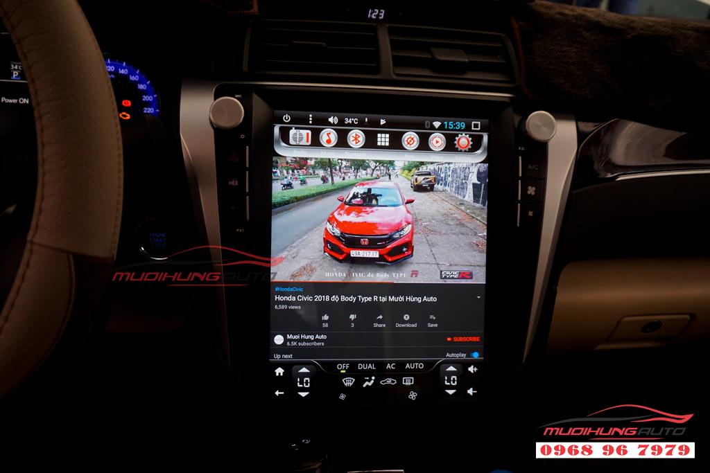 Gắn DVD Toyota Camry mẫu Tesla giá rẻ 01