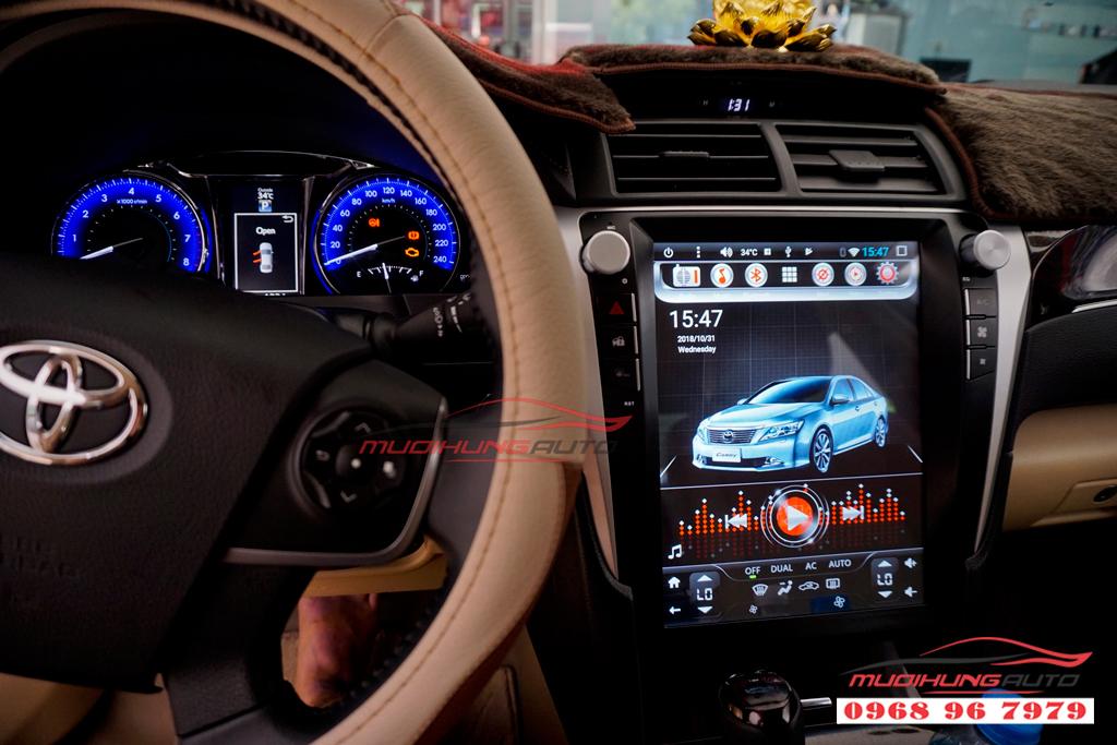 Gắn DVD Toyota Camry mẫu Tesla giá rẻ 05