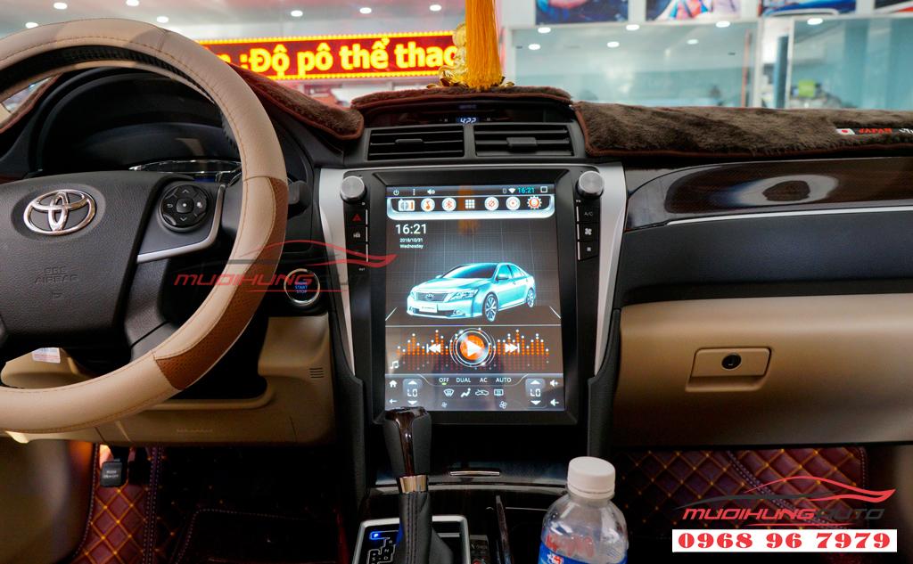 Gắn DVD Toyota Camry mẫu Tesla giá rẻ 06