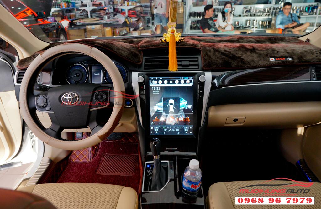 Gắn DVD Toyota Camry mẫu Tesla giá rẻ 08