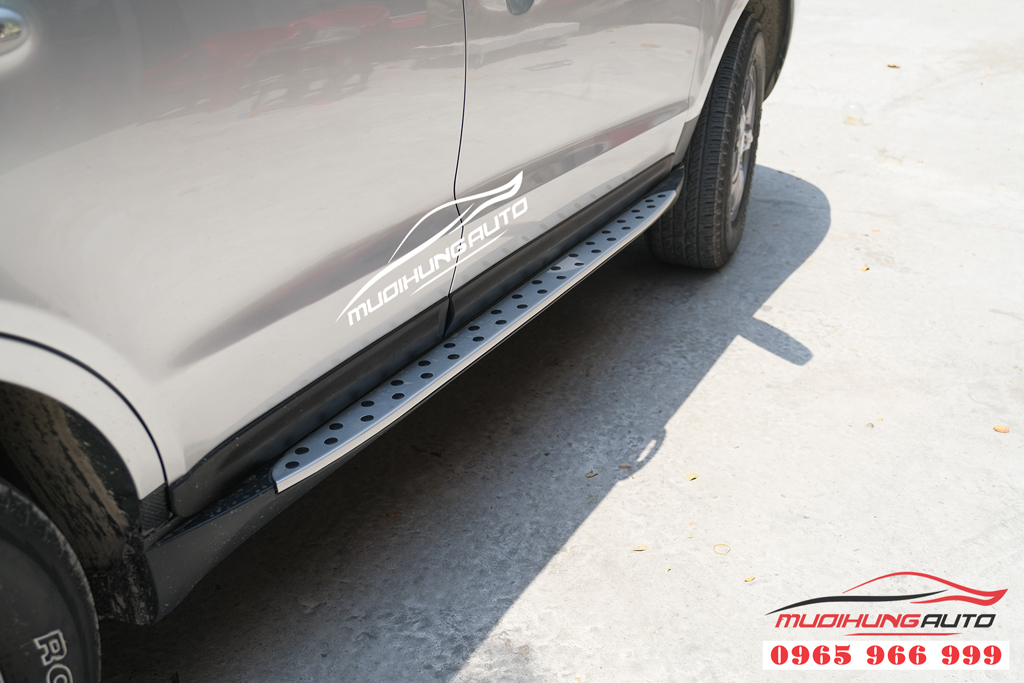 Hyundai Santafe 2008 - 2012 gắn bệ bước chính hãng