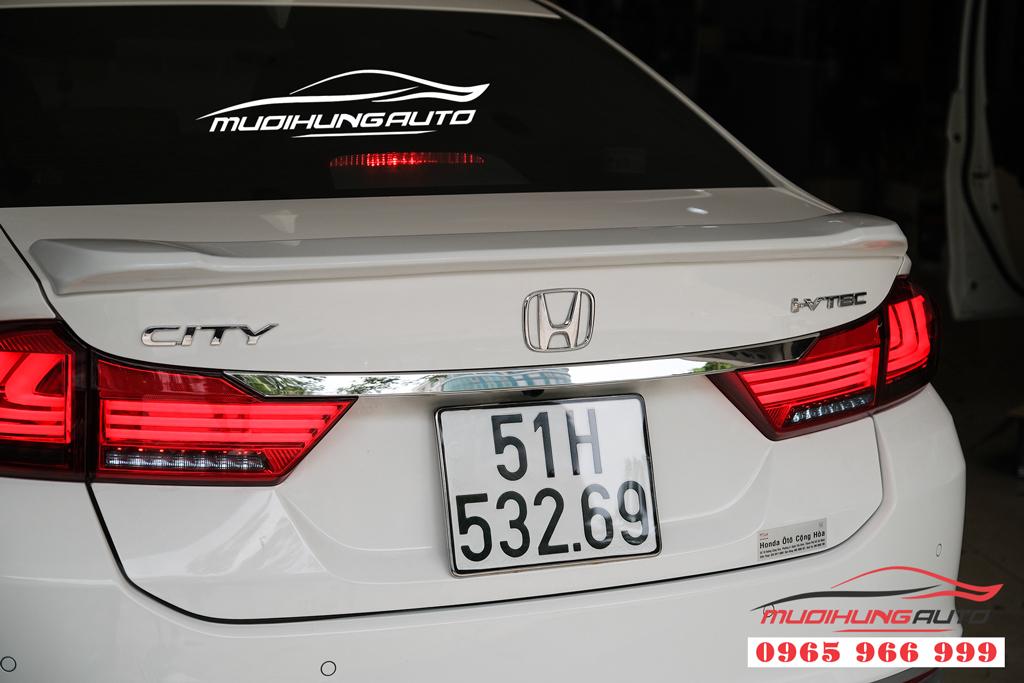 Gắn đuôi cá dán Honda City 2019