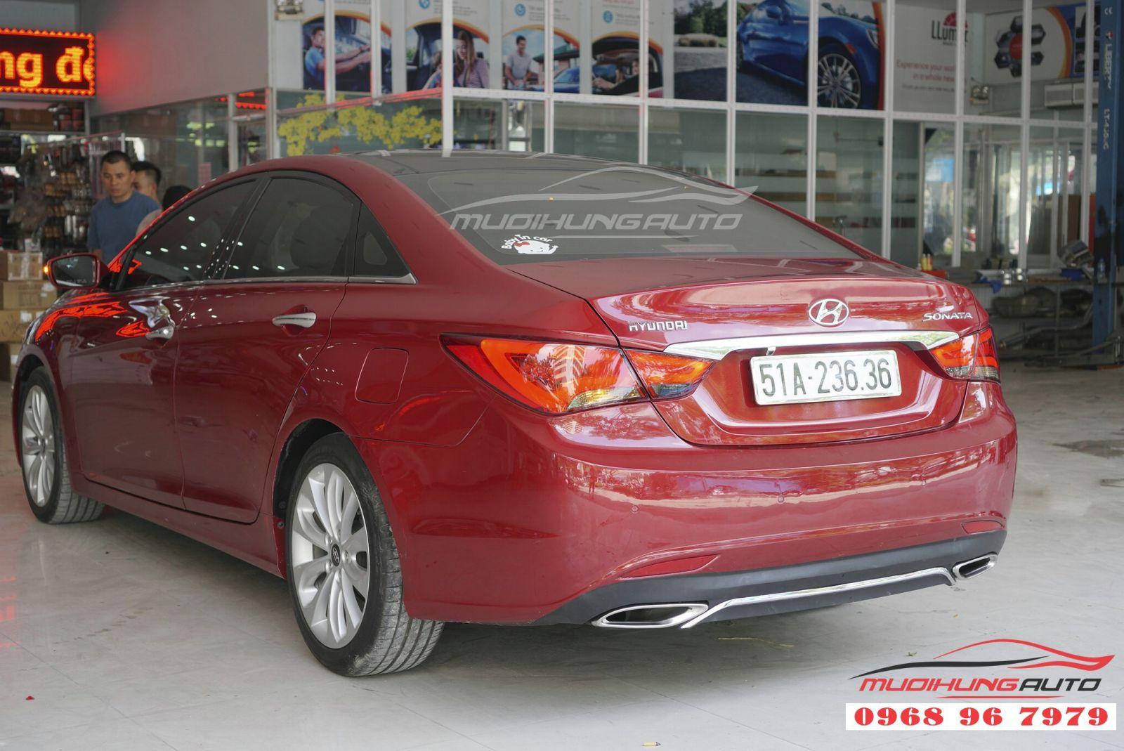 Hyundai Sonata 2011 độ đèn hậu nguyên cụm giá tốt 01