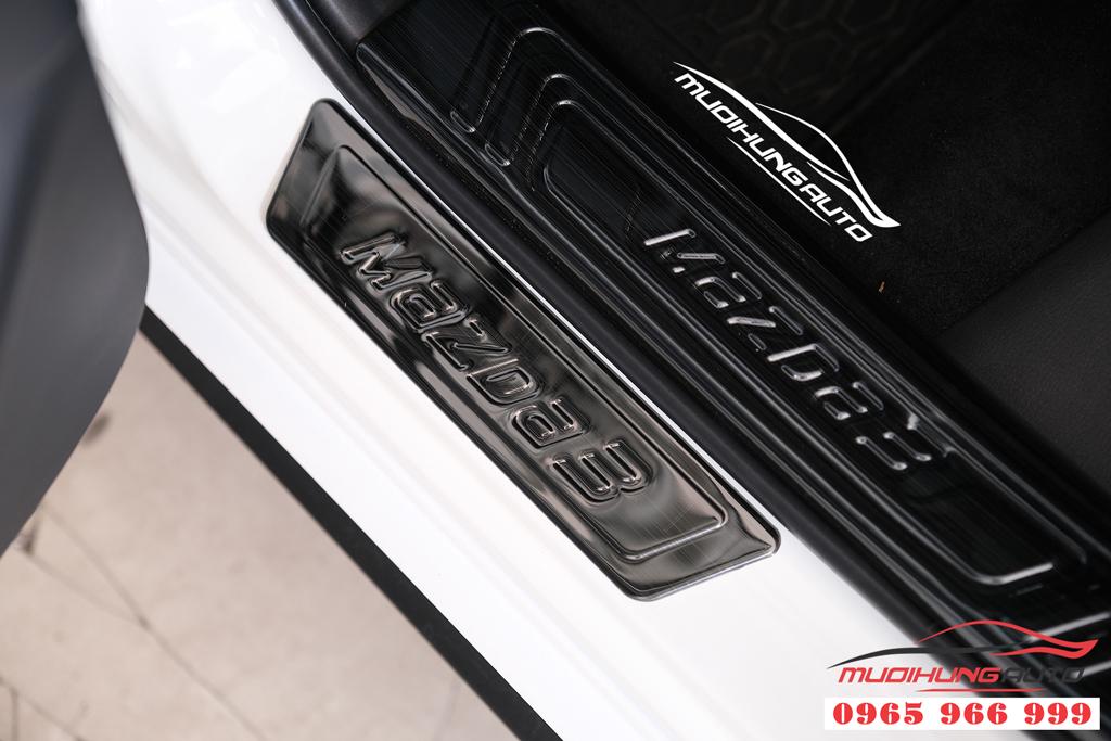 Mazda 3 2020 gắn nẹp bước chân trong ngoài giá rẻ