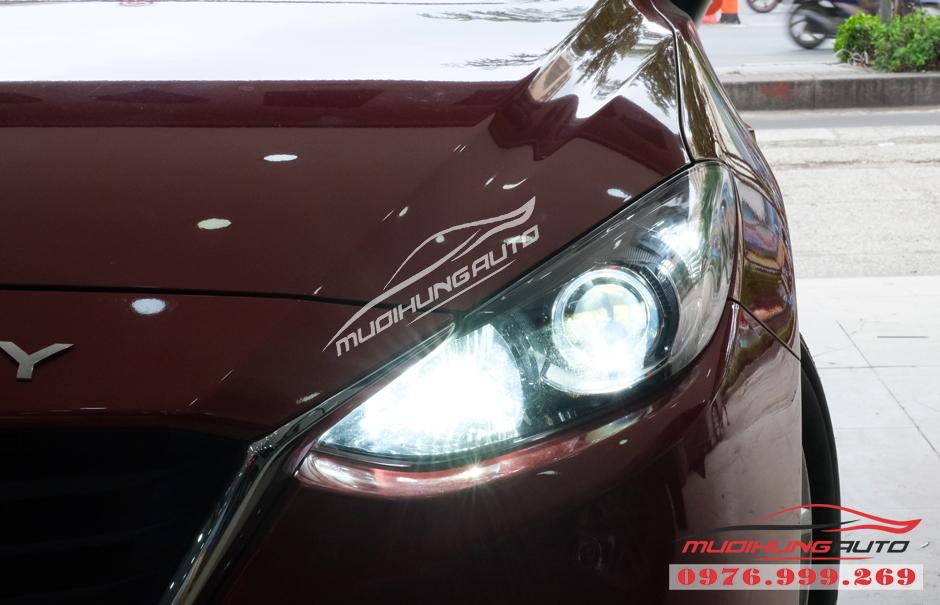 Thay bóng xenon Philips bên Cos và gắn bóng Led Pha xe Mazda 3 03