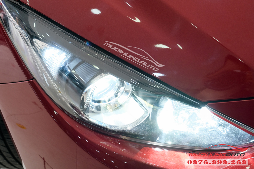 Thay bóng xenon Philips bên Cos và gắn bóng Led Pha xe Mazda 3 09