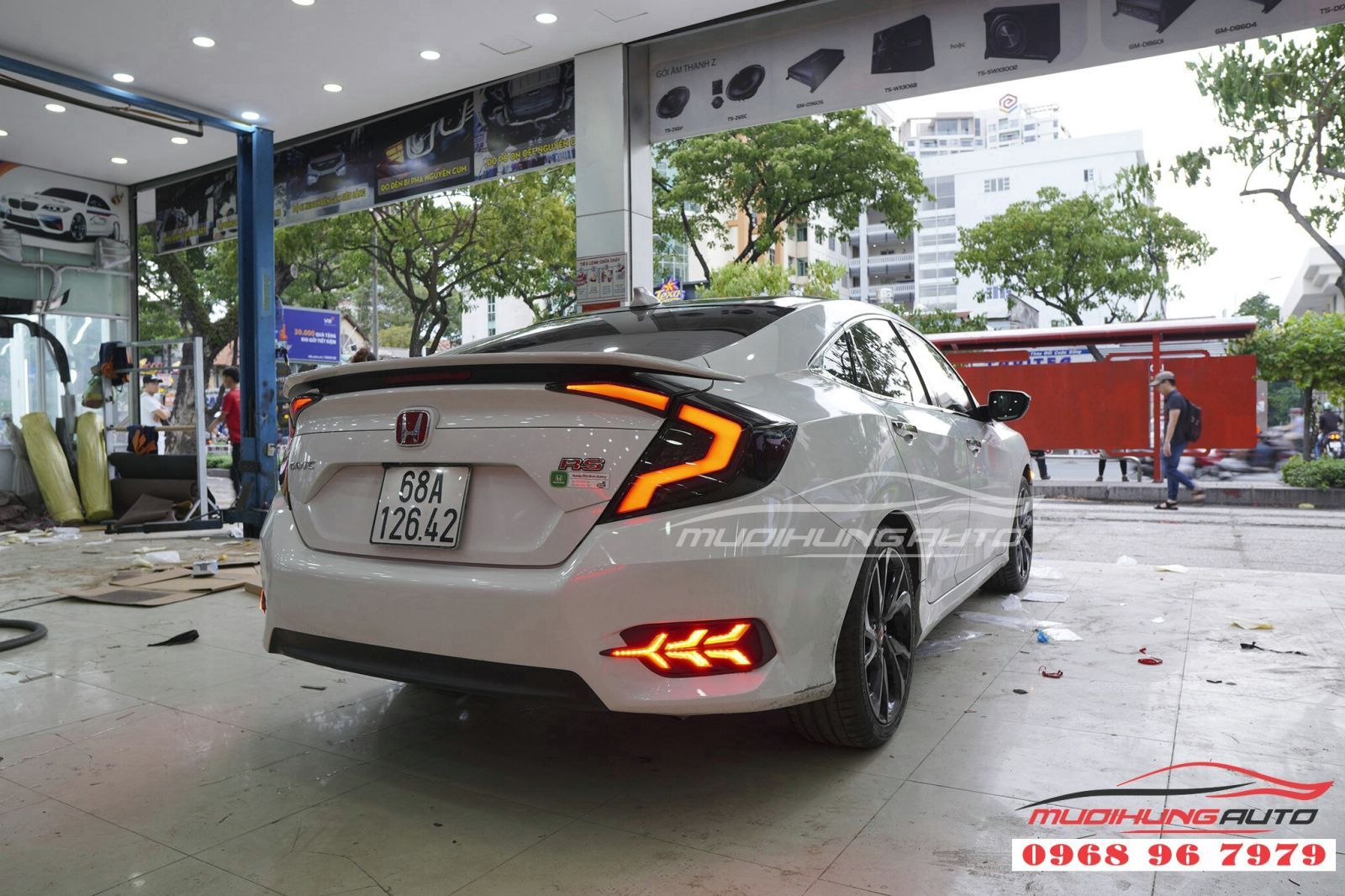 Thay cụm đèn hậu cho Honda Civic 01