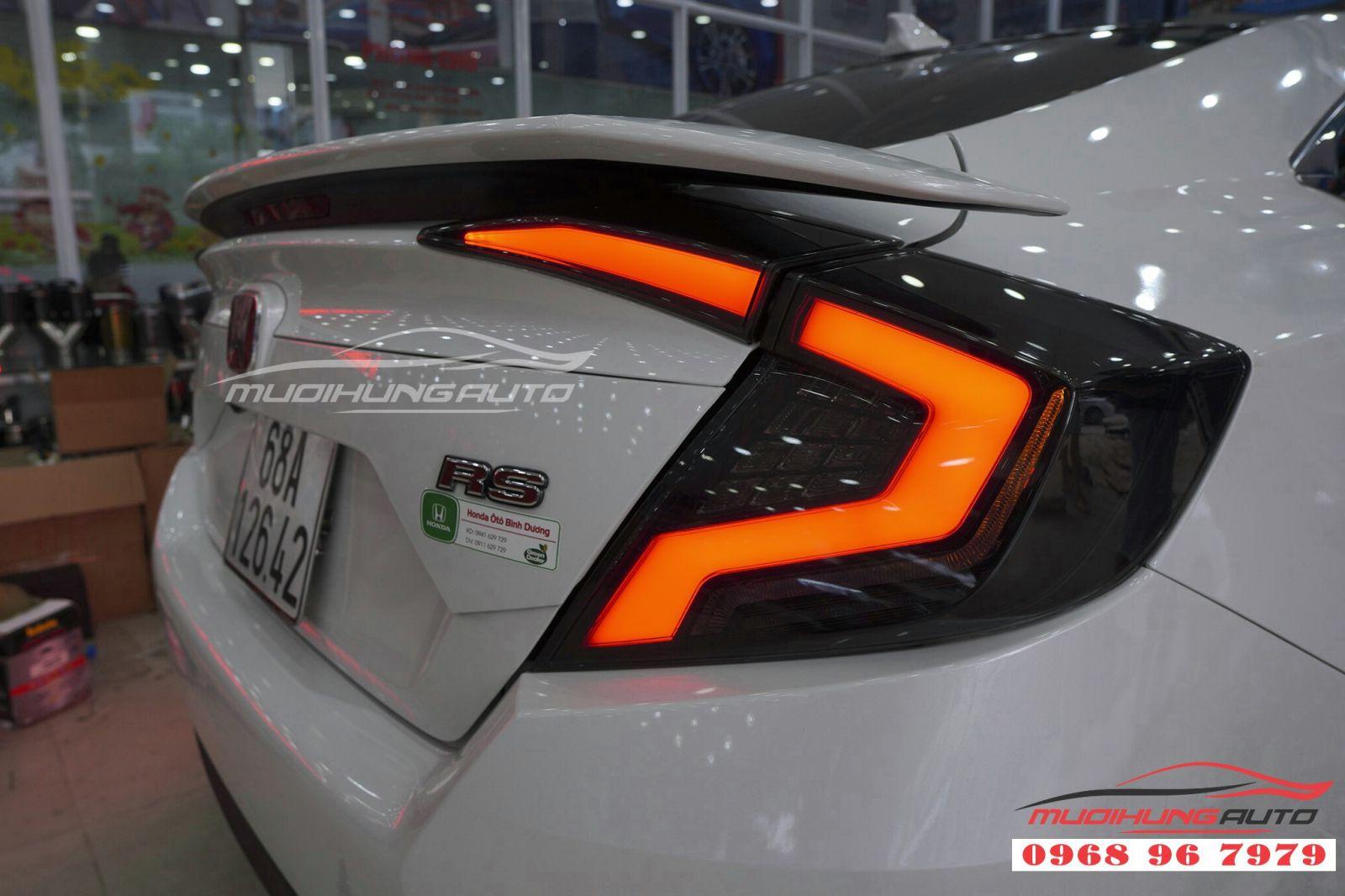 Thay cụm đèn hậu cho Honda Civic 03