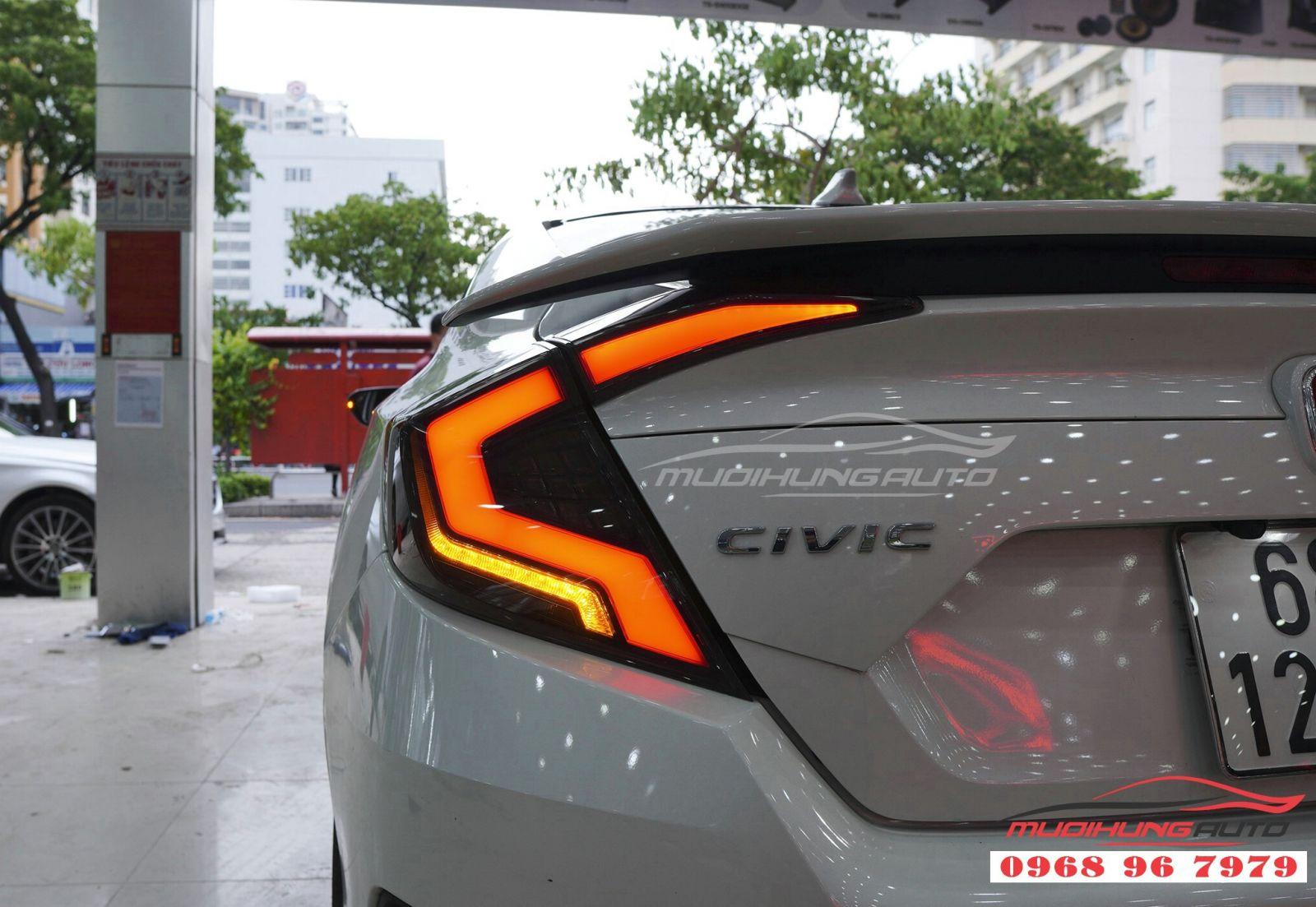 Thay cụm đèn hậu cho Honda Civic 04