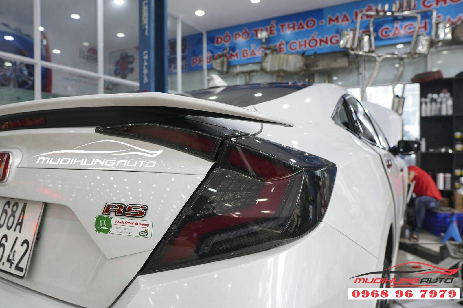 Thay cụm đèn hậu cho Honda Civic 06