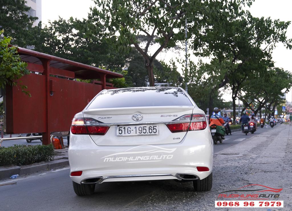 Toyota Camry độ lip Mercedes chuyên nghiệp tại TPHCM 04