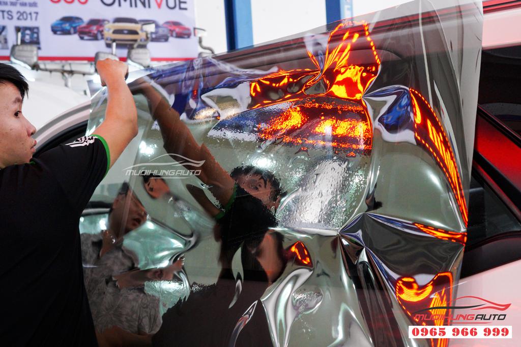 Dán phim cách nhiệt Llumar xe Toyota Fortuner chính hãng 01