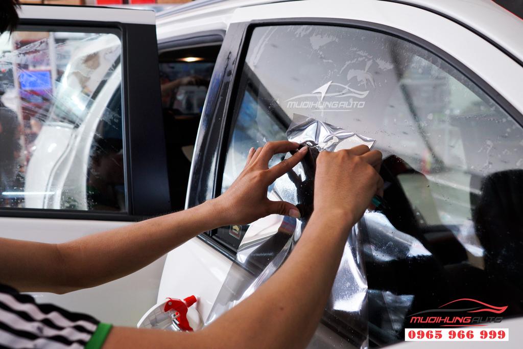 Dán phim cách nhiệt Llumar xe Toyota Fortuner chính hãng