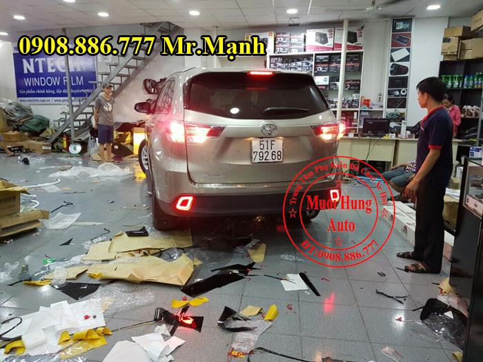 Độ Đèn Hậu Toyota Highlander Tại Tphcm 02