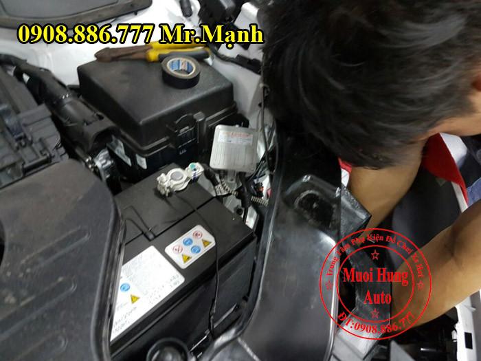 Lắp Bóng Xenon Chính Hãng Cho Hyundai Santafe 07