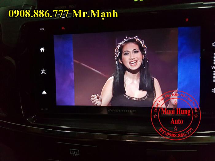 Màn Hình DVD Innovative Cho Xe Fortuner 04