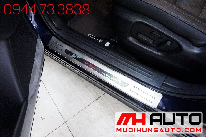 Nẹp Bước Chân Ngoài Xe Mazda CX5 2018 02